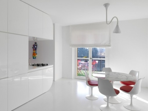 pure-white-futuristic-apartment-space-oddysey-2-554x415
