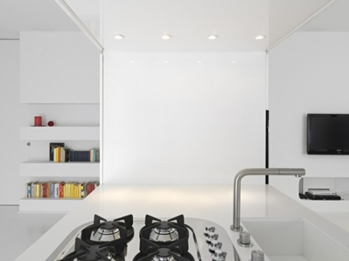 pure-white-futuristic-apartment-space-oddysey-3-554x415