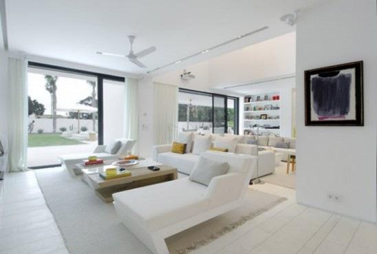 Moderna Casa Lujosa y Minimalista por ACero Interiores