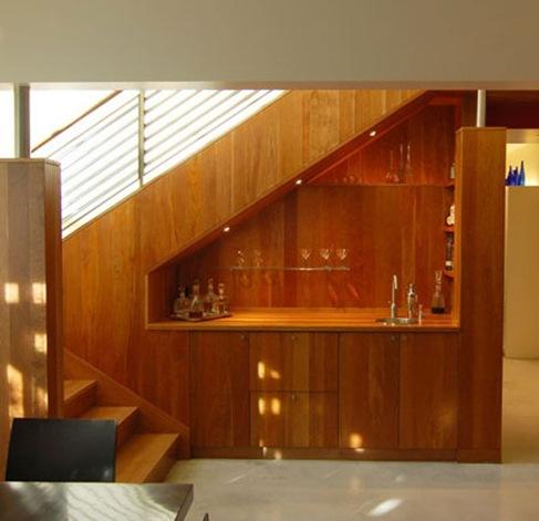 15 ideas creativas para utilizar el espacio debajo de las for Closet en escaleras