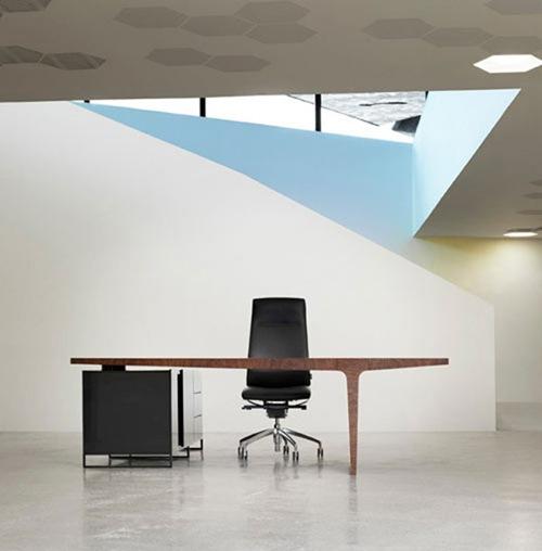 level-desk-3