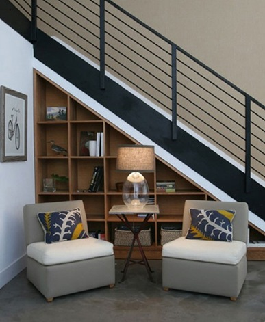 15 ideas creativas para utilizar el espacio debajo de las for Decoracion para pared de escaleras