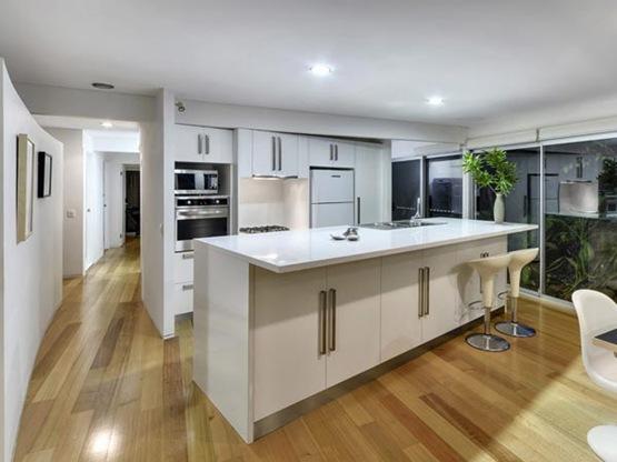 Residencia en australia con transparencias estilo for Casas decoradas estilo contemporaneo