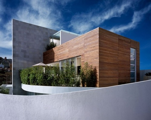 M-House-01-750x594
