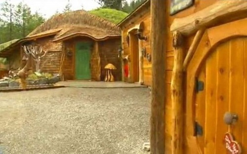 a_real_hobbit_house_08