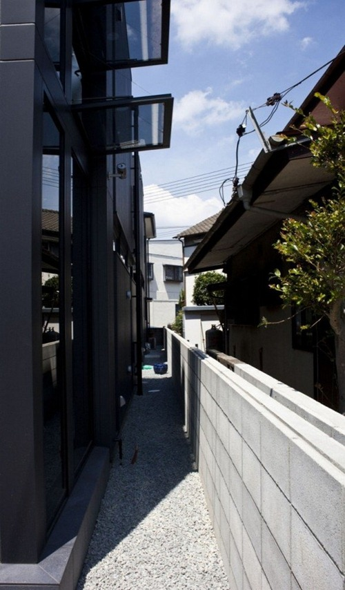 Baño Inteligente Japones:Casa de Hendidura Negra: Arquitectura Moderna Japonesa