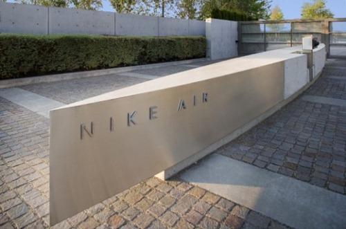 nike-hangar-04-550x364