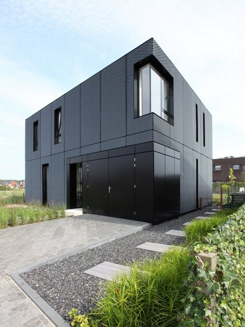 Casa minimalista con exterior de metal interiores for Minimalist house design exterior