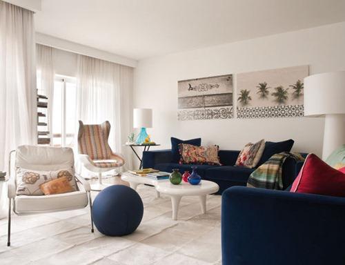 Modelo y colores que se entrelazan para crear una casa for Modelos de casas interiores