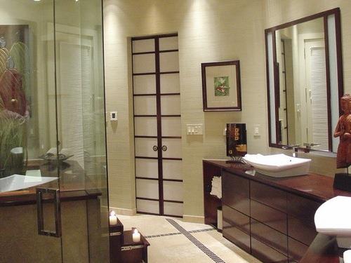 09-Asian-Inspired-Bathroom-Closet-Doors