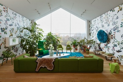Green-sofa-white-blue-living-room-patterened-wallpaper-665x443