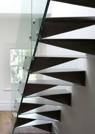 20 hermosas y modernas escaleras interiores for Escalera metalica en l