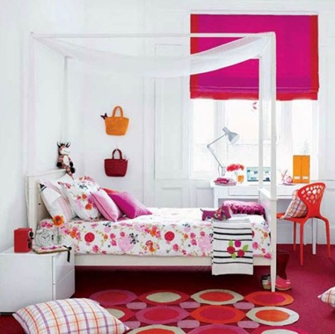 bright-pink-girl-room-554x553