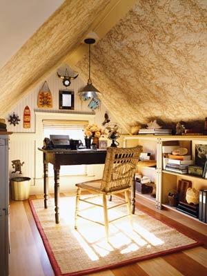 cute-small-attic-home-office