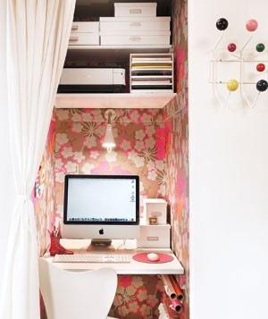 tiny-home-office-ina-a-small-closet
