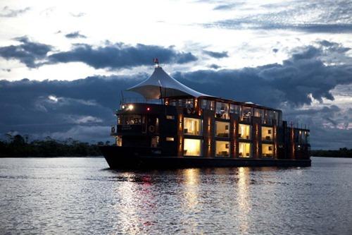 hotel flotante de cinco estrellas