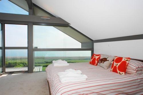 coastal-cottage-home-lovely-waterfront-retreat-uk-3