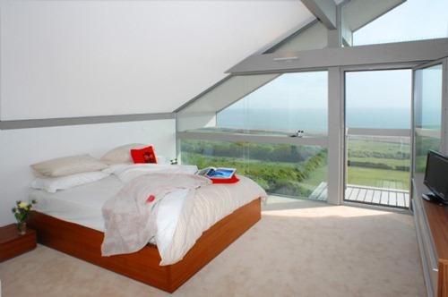 coastal-cottage-home-lovely-waterfront-retreat-uk-4