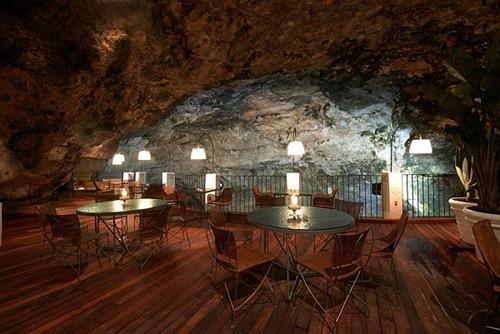 Restaurante de playa en una cueva al sur de italia - Ristorante bagno marino archi ...