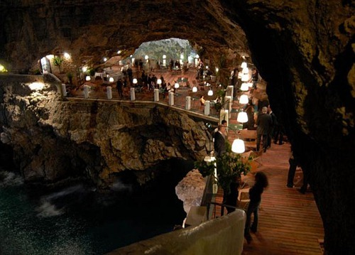 restaurant-inside-a-cave-cavern-itlay-grotta-palazzese5