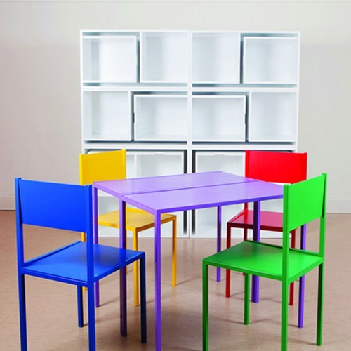 DESIGNRULZ-Table-and-chairs-fit-on-the-shelf-3