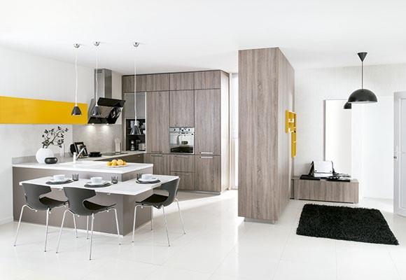 Cocina moderna con toques sutiles en color amarillo by for Historia de la cocina moderna