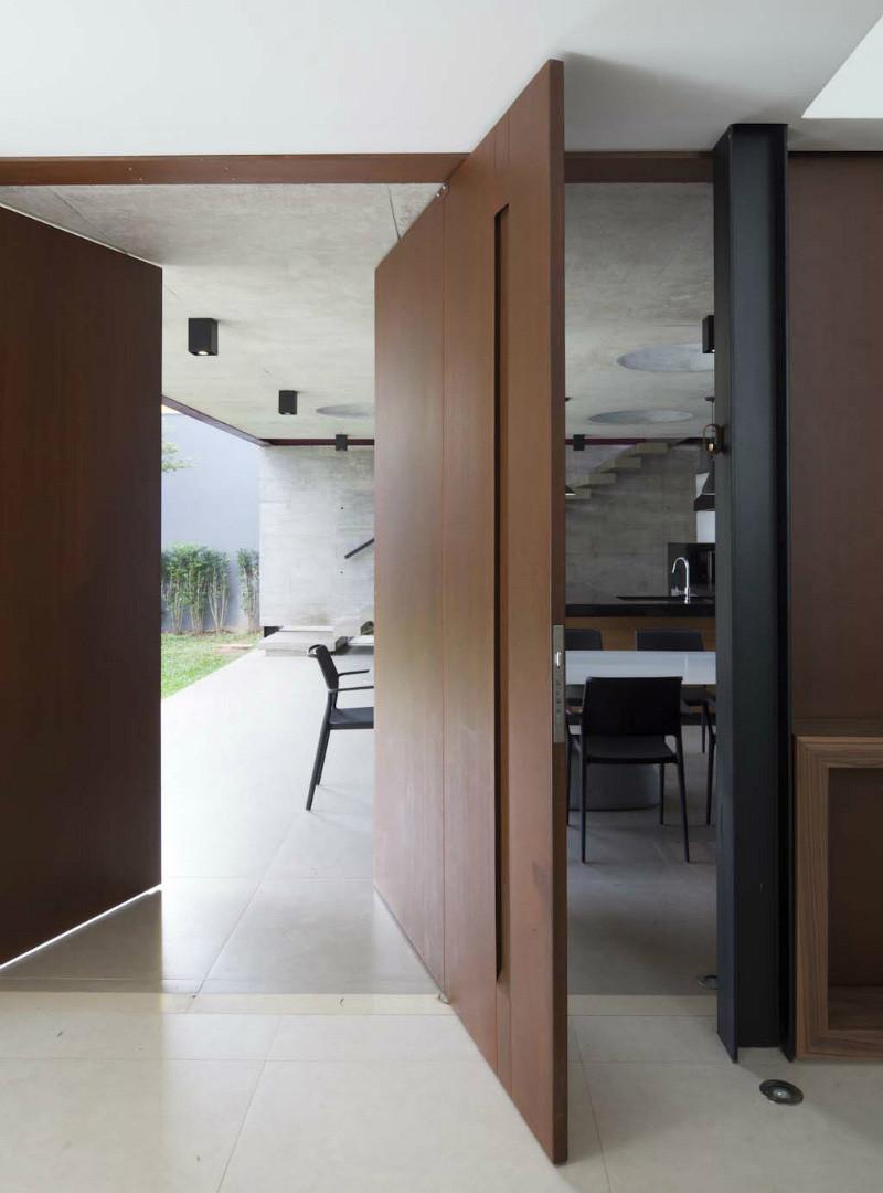pivot-door_110216_02-800x1080