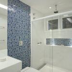 44 ideas para decorar y organizar baños pequeños (30)