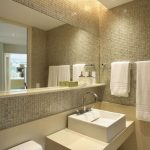 44 ideas para decorar y organizar baños pequeños (36)