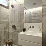 44 ideas para decorar y organizar baños pequeños (44)