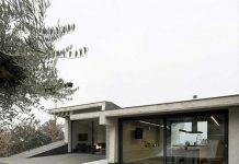 Casa individual en el medio de la naturaleza