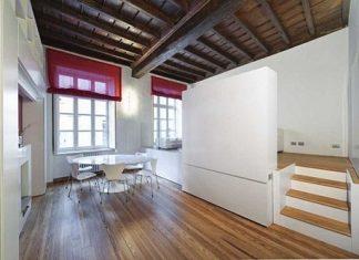 Pequeña casa con un interior moderno que ahorra espacio